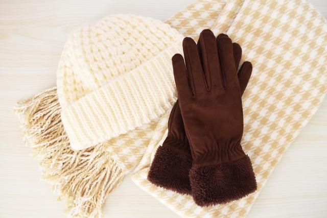 レッグウォーマー、腹巻、マフラーなどで3つの首の防寒対策を