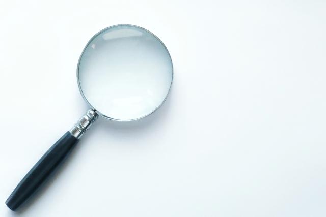 ハイフでは虫眼鏡で光を集めるように、超音波を脂肪の深い部分の1点に集中